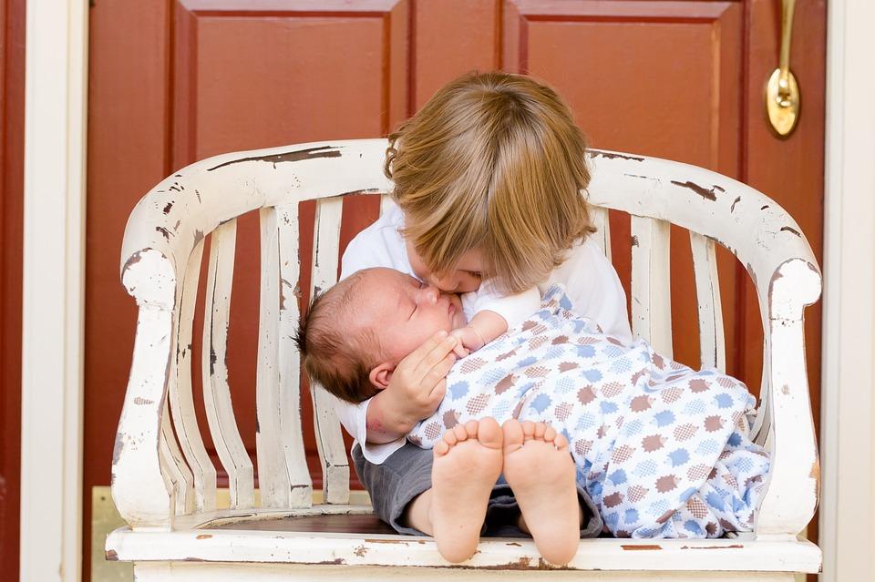 Cómo orientar a un hijo sobre la discapacidad de su hermano